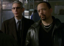 Detectives Fin and Munch Conned