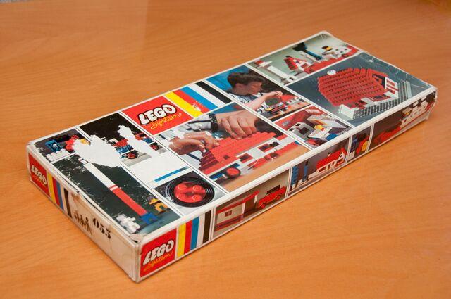 File:055 Basic Building Set top front side box.jpg