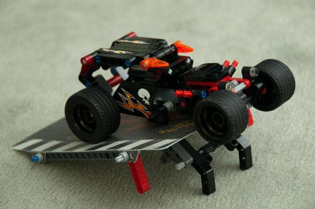 File:8167 Jump Riders car on ramp.jpg