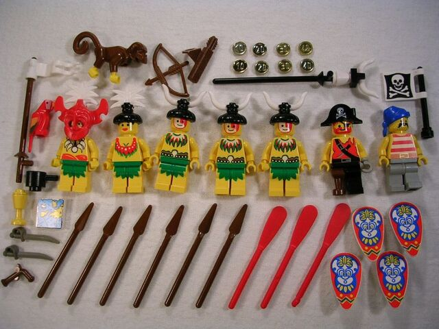 File:6278 Minifigures and Accessories.jpg