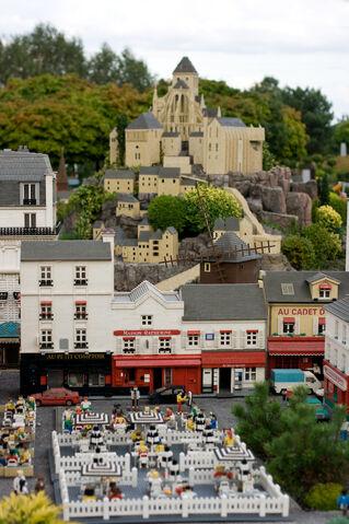 File:Legoland-Paris.jpg