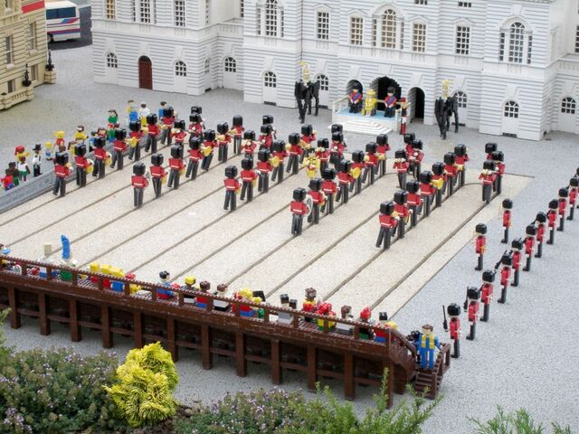 File:Lego Changing of the Guard.jpg
