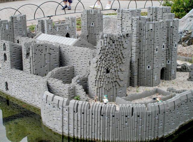 File:Lego Caerphilly Castle 2.jpg