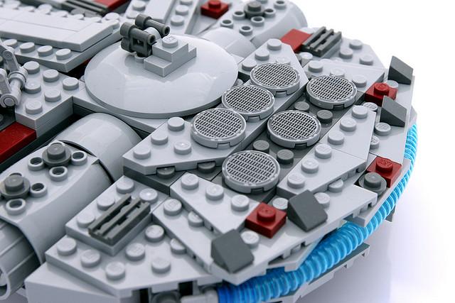 File:7778 MIDI Millennium Falcon 5.jpg
