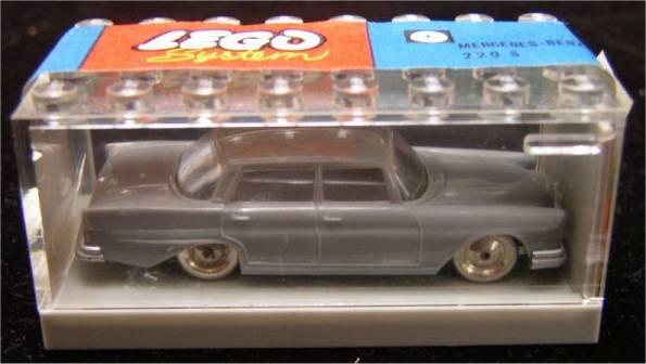 File:264 Mercedes 220 with Garage.jpg