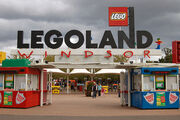 Legoland windsor entrance1