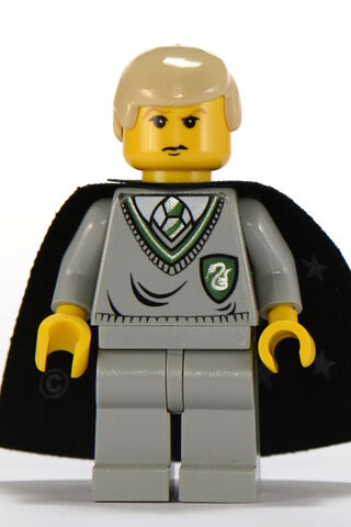 File:Draco Malfoy Slytherin Uniform Yellow.jpg