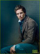 Amanda-seyfried-eddie-redmayne-les-miserables-vogue-feature-02