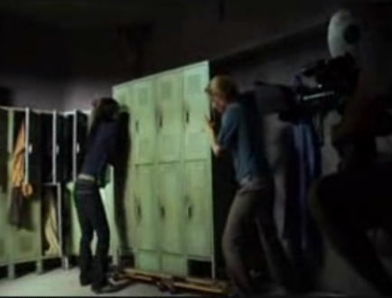 File:3x18-lockers on wheels.jpg