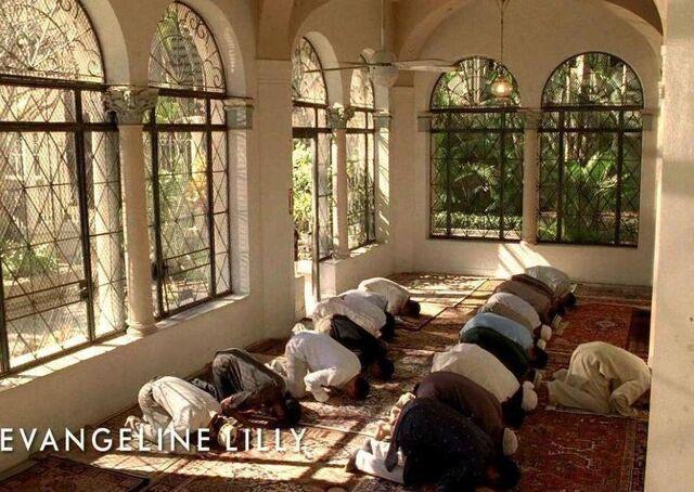File:Praying in Australia.JPG