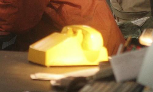 Archivo:Yellow phone.JPG