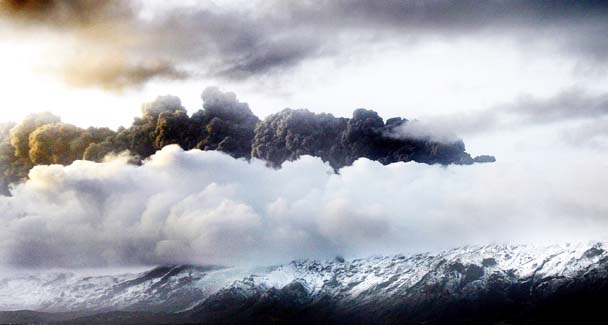 File:Iceland volcano smoke.jpg