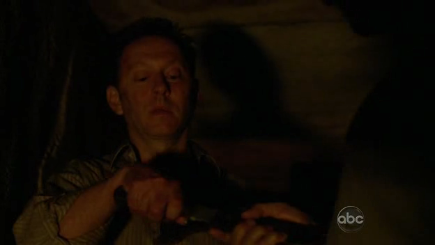 ملف:5x16 Ben takes knife.png