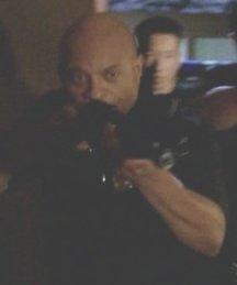 Archivo:6x08 Officer.jpg