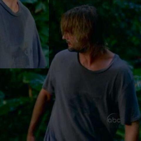 Archivo:1x12-sawyer-tshirt.jpg