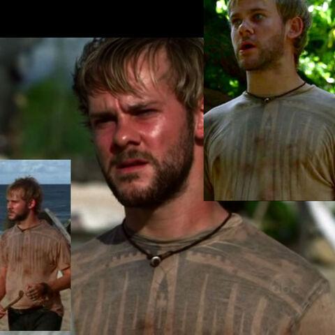 Archivo:1x10-charlie-tshirt.jpg