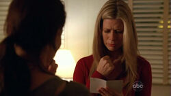 5x11-carole-holds-aaron-picture