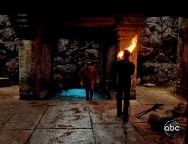 Archivo:5x15The tunnels acces.jpg