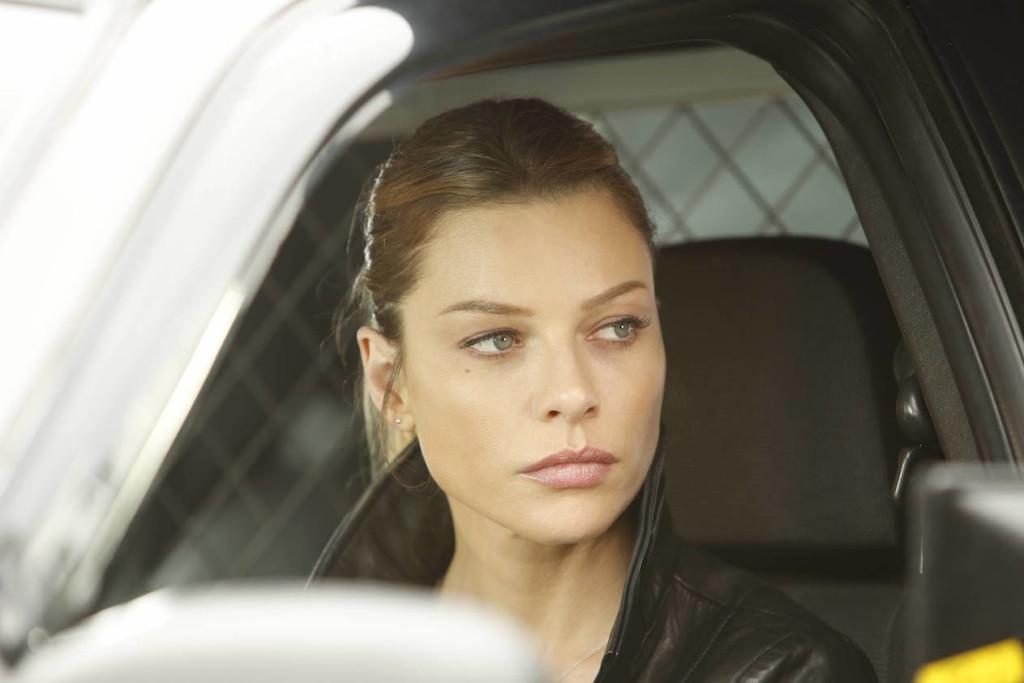 File:106 Chloe in car.jpg