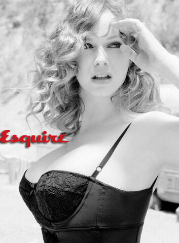 File:Christina-Hendricks-Esquire-Magazine-1.jpg