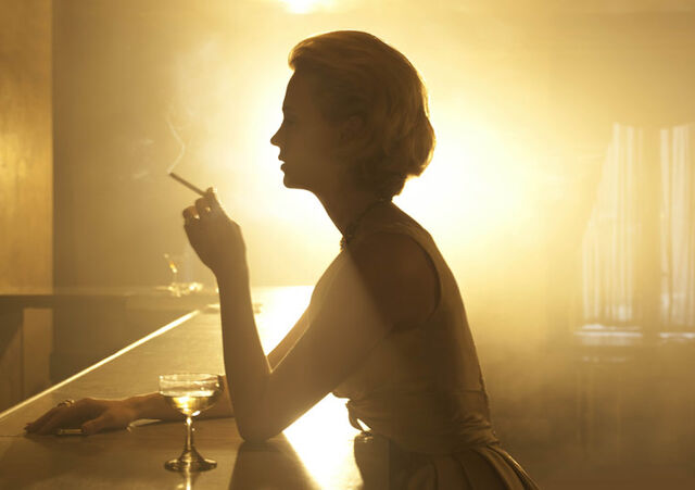 File:Season4-betty-bar.jpg