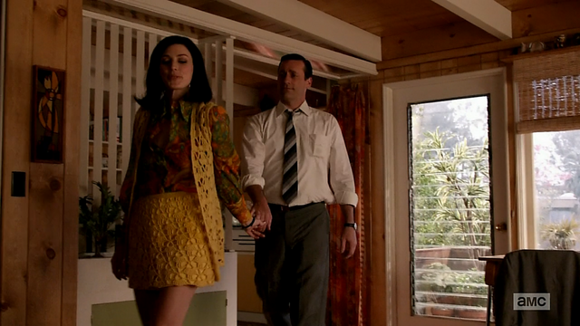 File:7x03 Megan outfit 1.png