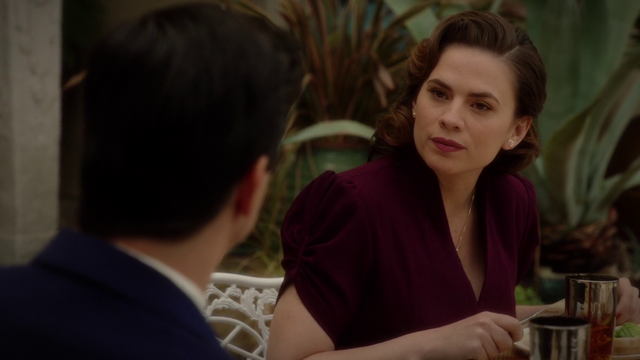 File:Peggy Carter speaks to Manfredi (2x10).png