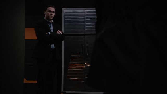File:Fitz Speaks To Coulson-Paradise Lost.JPG
