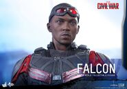 Falcon Civil War Hot Toys 15