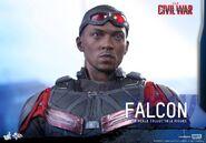 Falcon Civil War Hot Toys 15