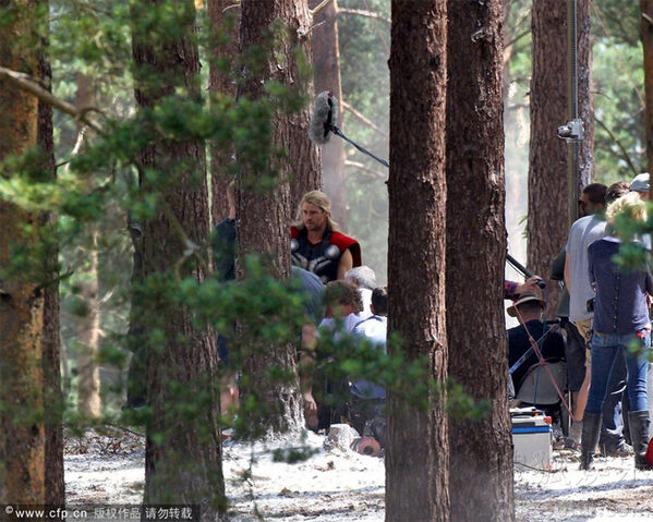 File:Chris-Hemsworth-Thor-Avengers-Age-of-Ultorn-Behind-The-Scenes-Leaked-Photograph.jpg