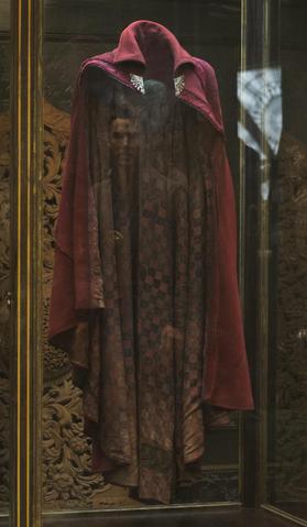 File:Cloak of Levitation Featurette 2.png