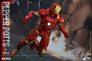 Iron Man Mark IX and Pepper Hot Toys 05