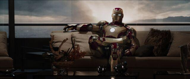 File:Iron-man-seet.jpg