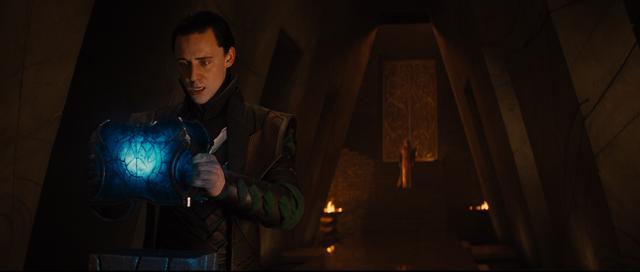 File:LokiTakingtheCasket-Thor.png