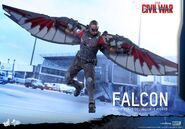 Falcon Civil War Hot Toys 5