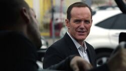 Phil-Coulson-steals-car-Lance-Hunter