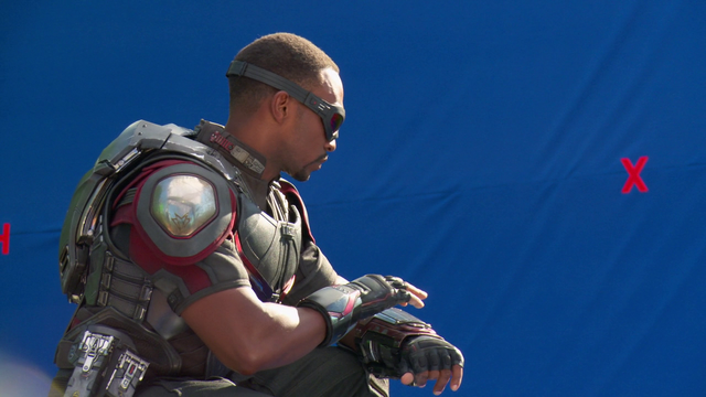 File:Sam Wilson (New Falcon Suit - The Making of CACW).png