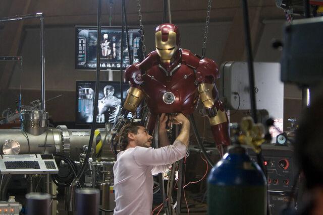 File:Iron-man 2008-1-1200x707.jpg