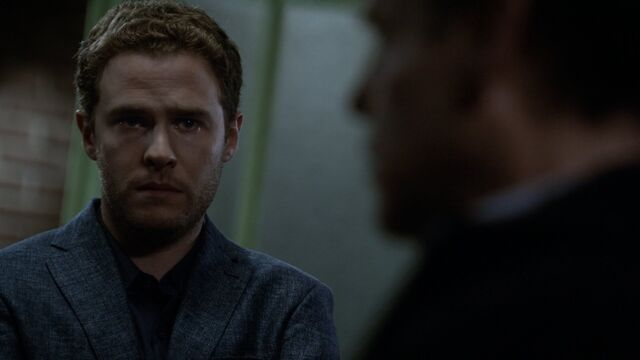 File:Leo-Fitz-speaks-to-Elliot-Randolph-S3E2.jpg