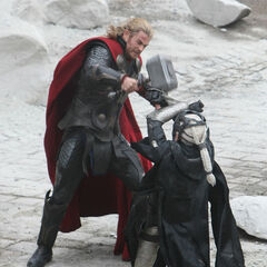 Malekith vs Thor.