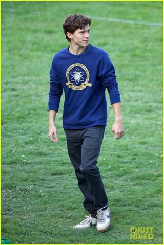 File:Tom-holland-wears-school-sweatshirt-on-spider-man-homecoming-set-17.jpg