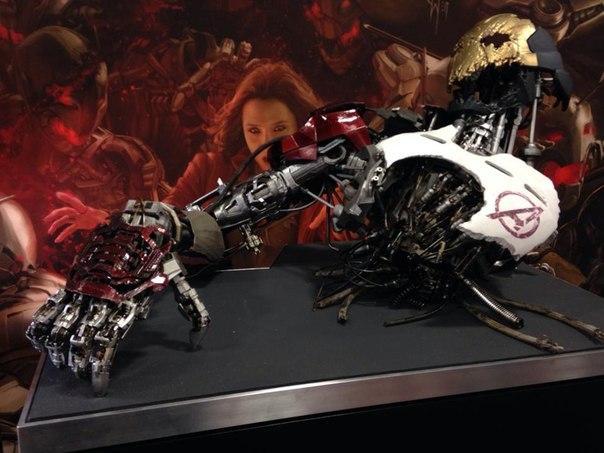 File:Ultron Armor AOU.jpg