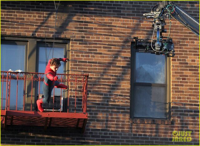 File:Tom-holland-performs-his-own-spider-man-stunts-on-nyc-fire-escape-18.jpg