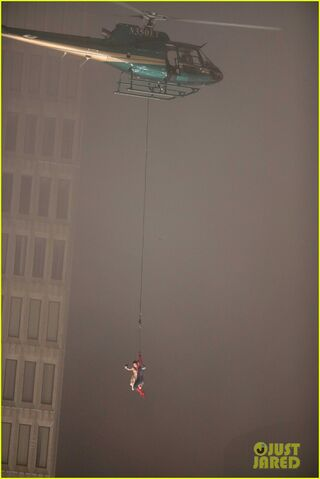 File:Spider-man-stunt-doubles-helicopter-scene-13.jpg