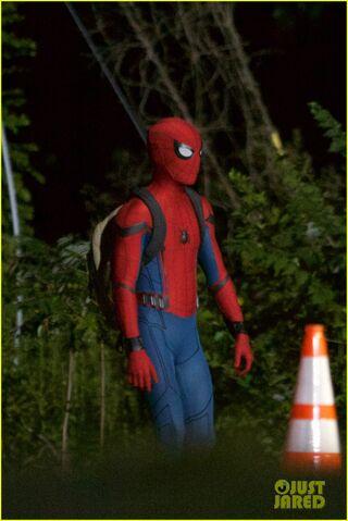File:Tom-holland-spiderman-night-shoots-stunt-note-10.jpg
