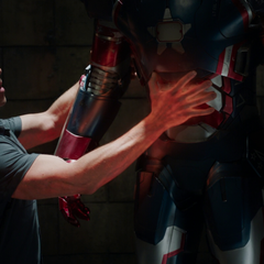 Killian heats up the Iron Patriot armor to force James Rhodes out.