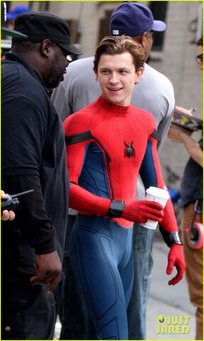 File:Tom-holland-looks-buff-while-filming-spider-man-in-nyc-04.jpg