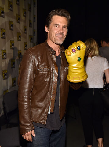 File:Sdcc2014-avengerspanel-brolin.JPG