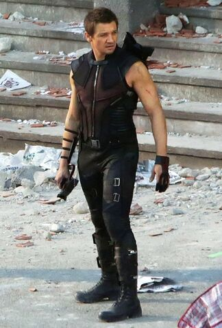 File:Jeremy-renner-filming-on-the-set-of-avengers-age-of-ultron-01.jpg